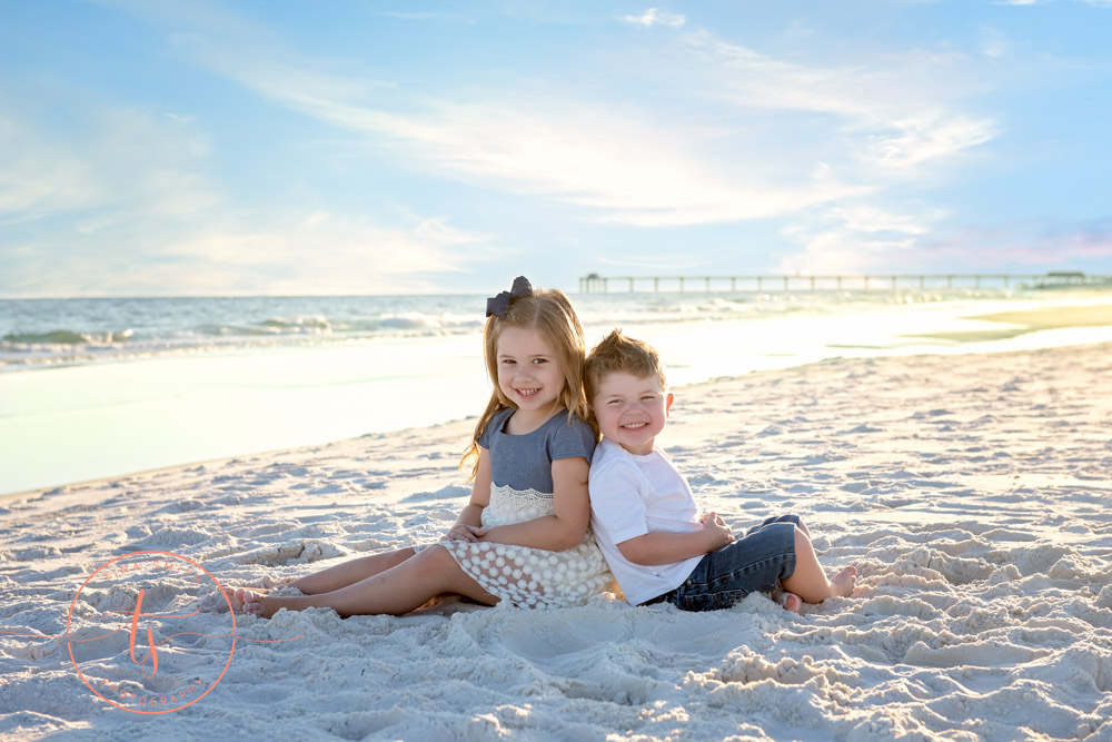 destin family beach photography kids sitting on beach