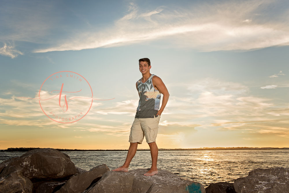 destin senior portraits photographer boy standing on the jetties