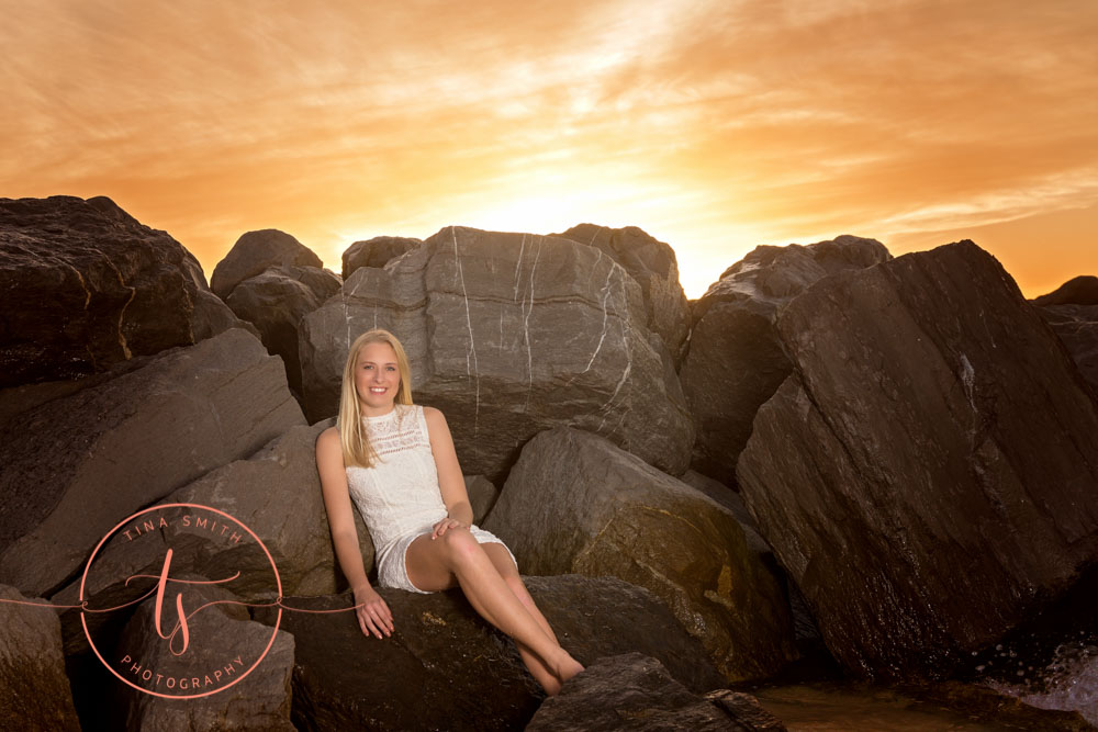 destin senior portraits girl posing on rocks